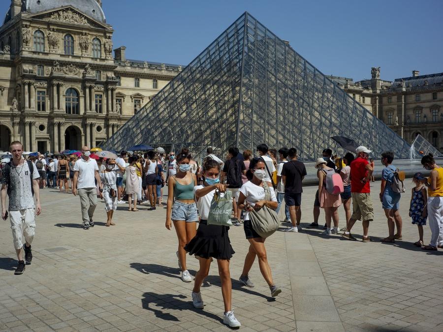 Francúzsko ruší povinné nosenie