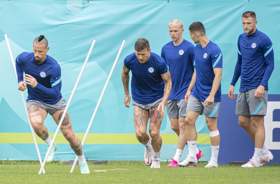 Slovenskí futbalisti na tréningu
