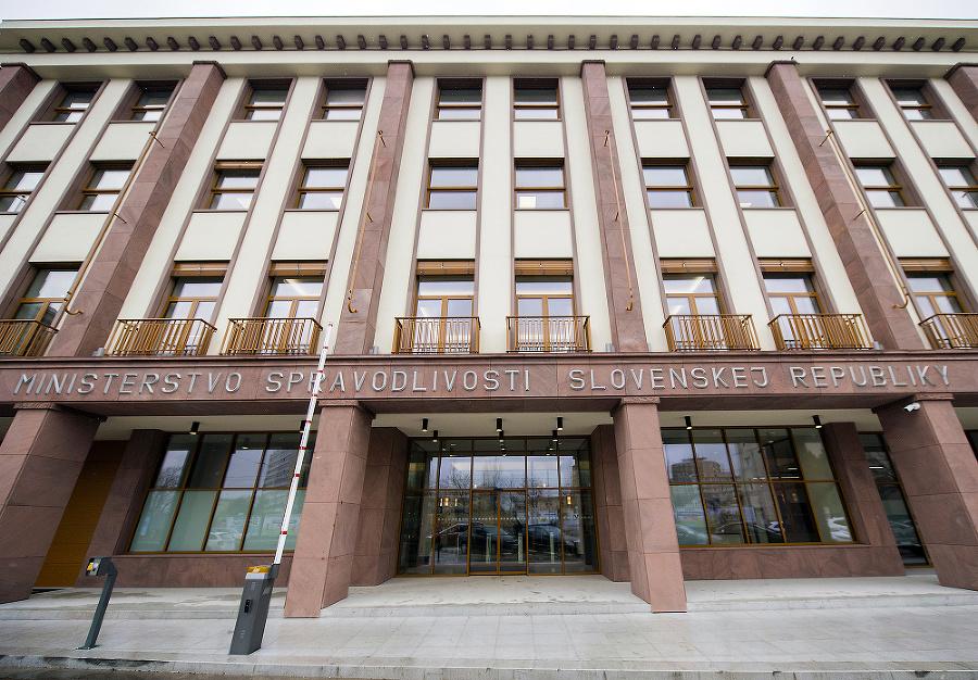 V tejto budove momentálne sídli ministerstvo spravodlivosti.