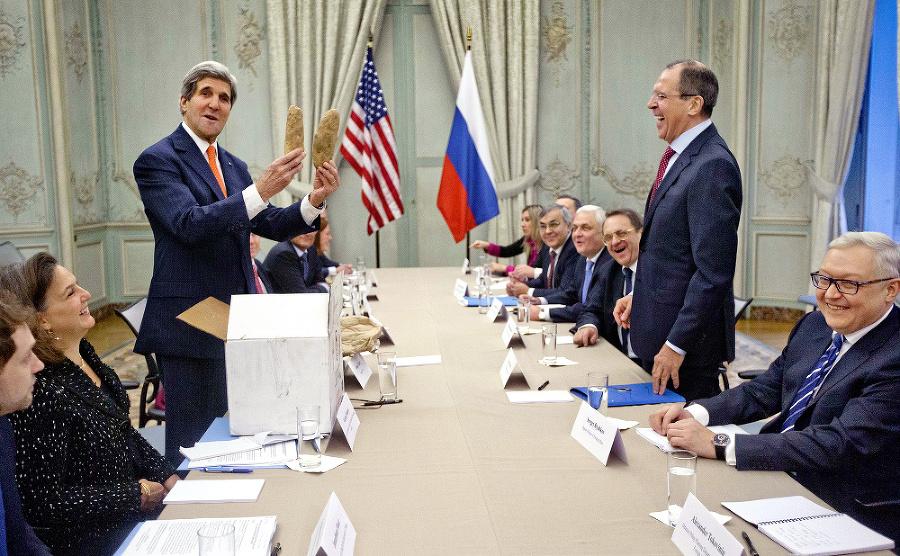 2014 – Americký minister zahraničia John Kerry daroval ruskému kolegovi Sergejovi Lavrovovi dva veľké zemiaky z Idaha.