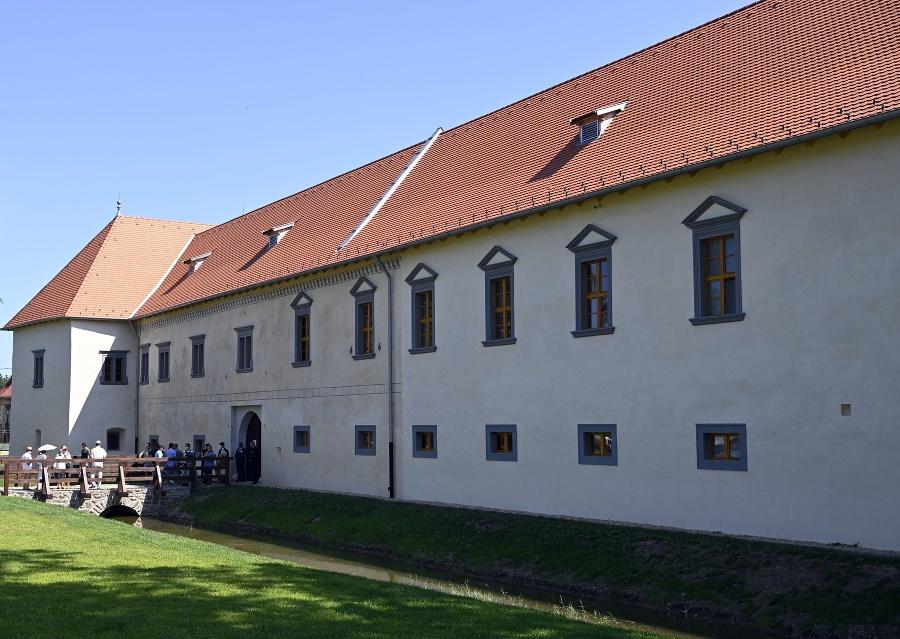 Na snímke zrekonštruovaná budova kaštieľa 19. júna 2021 počas slávnostného otvorenia zrekonštruovaného kaštieľa v obci Borša v okrese Trebišov.