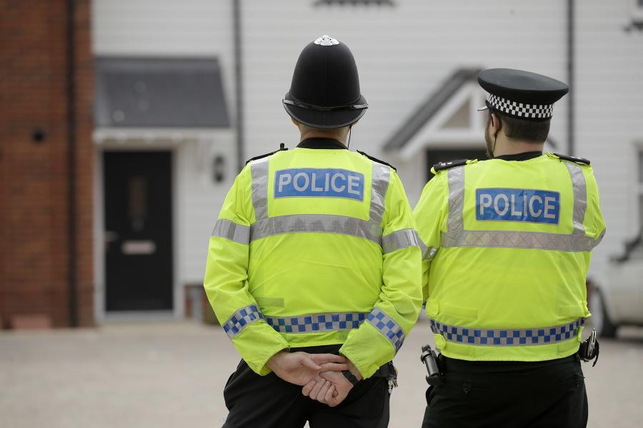 Britská polícia po mužovi