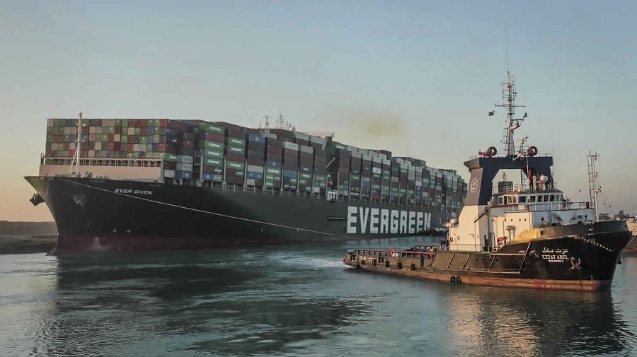 Uviaznutú nákladnú loď MV