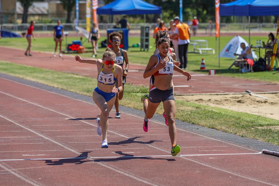 Jún 2021 - Annamária si vybojovala zlatú medailu na MSR v bojoch na 1500 metrov.
