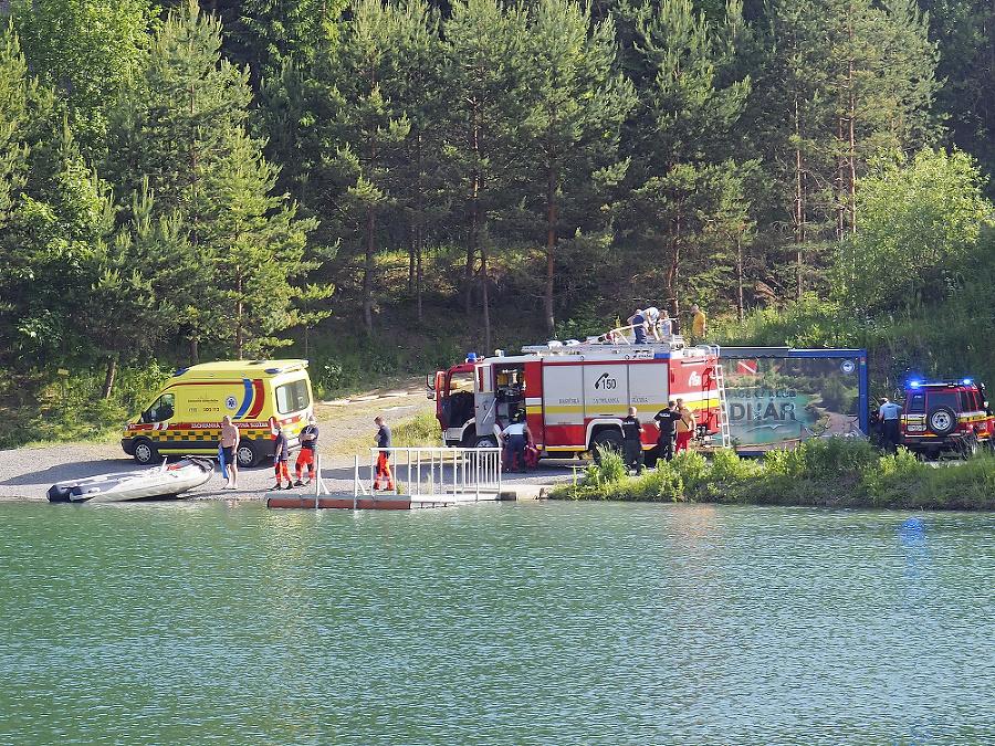 Po tínedžerovi pátrali pri brehu desiatky hasičov.