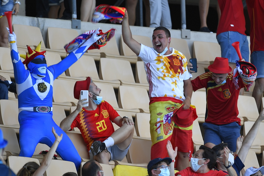 Na snímke španielski fanúšikovia