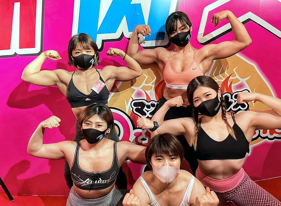 Obsluhujú ženy, ktoré tam predtým chodili cvičiť.