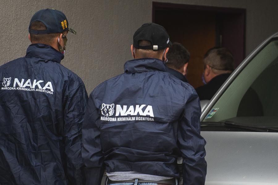 Policajti zadržali dve osoby