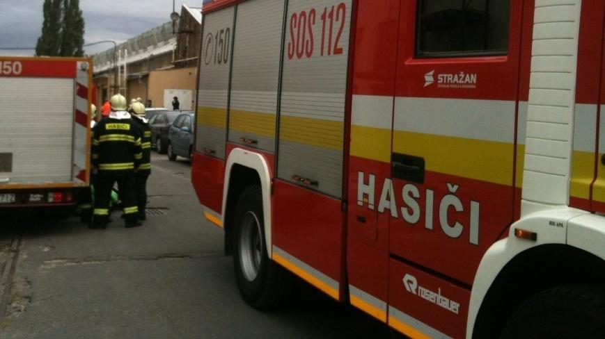 Slovenskí zdravotníci a hasiči