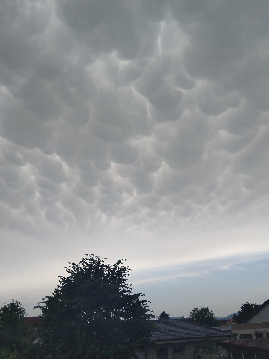 Oblaky spozorovali aj nad