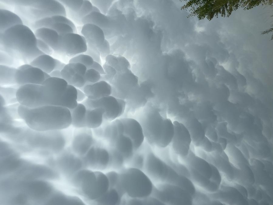 Oblaky mammatus v Devínskej