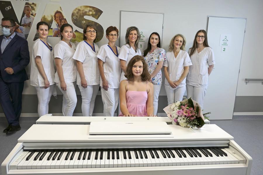 Zamestnancom nemocnice zahrali dueto s Ľubicou  Čekovskou.