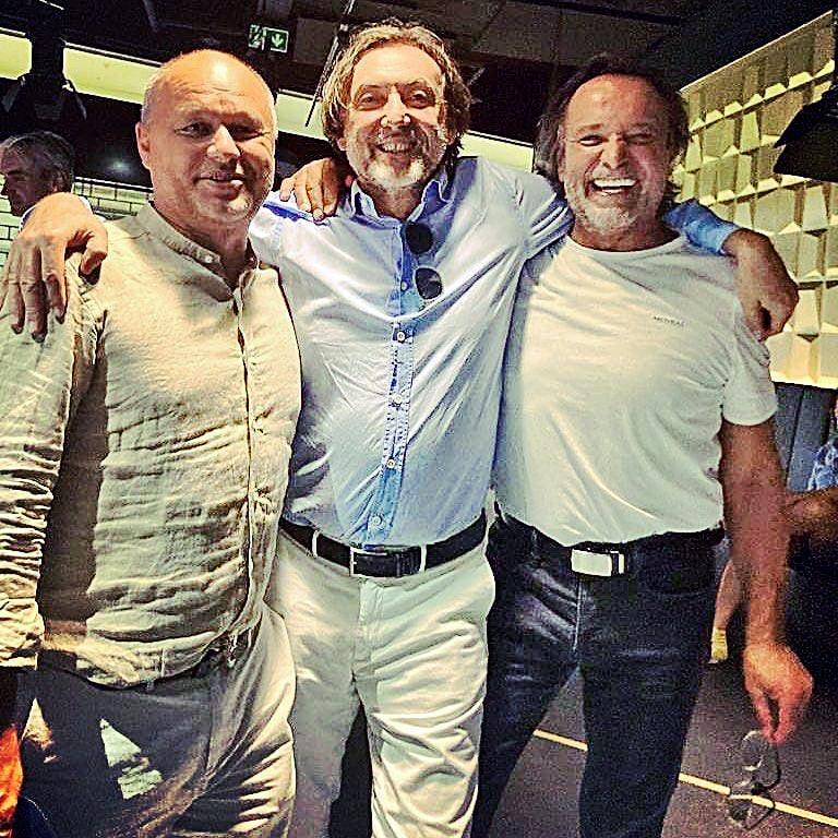 Herec sa na premiére stretol aj so svojím bratom Mariánom (vľavo) a hercom Adym Hajdu.