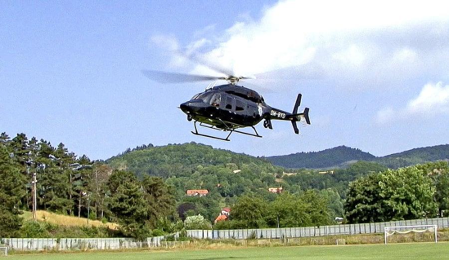 Pri pátraní polícii pomáhal aj vrtuľník.