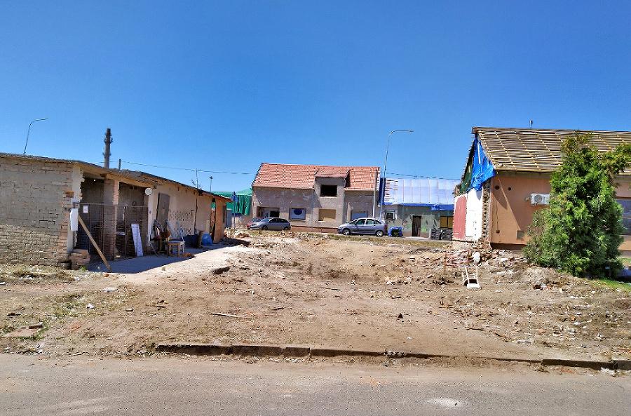 Teraz, Mikulčice (okr. Hodonín)  - Dom museli kvôli statike manželia Houžvovci úplne zbúrať.