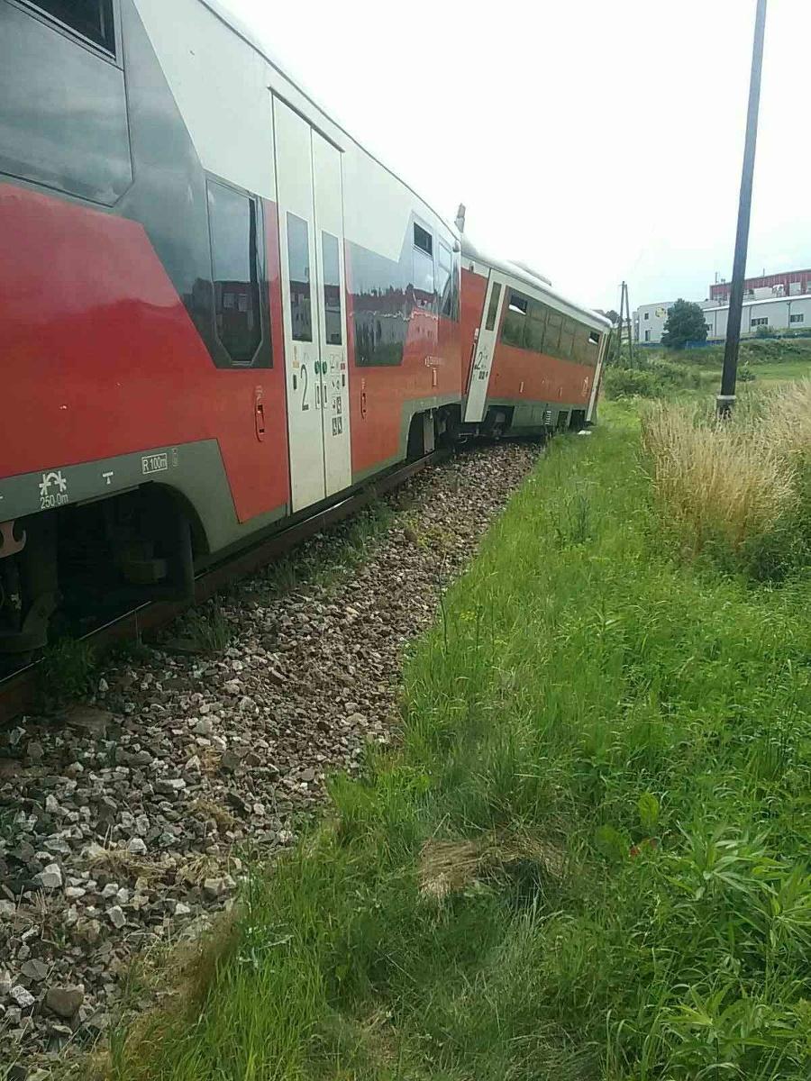 Vlak sa po nehode vykoľajil.