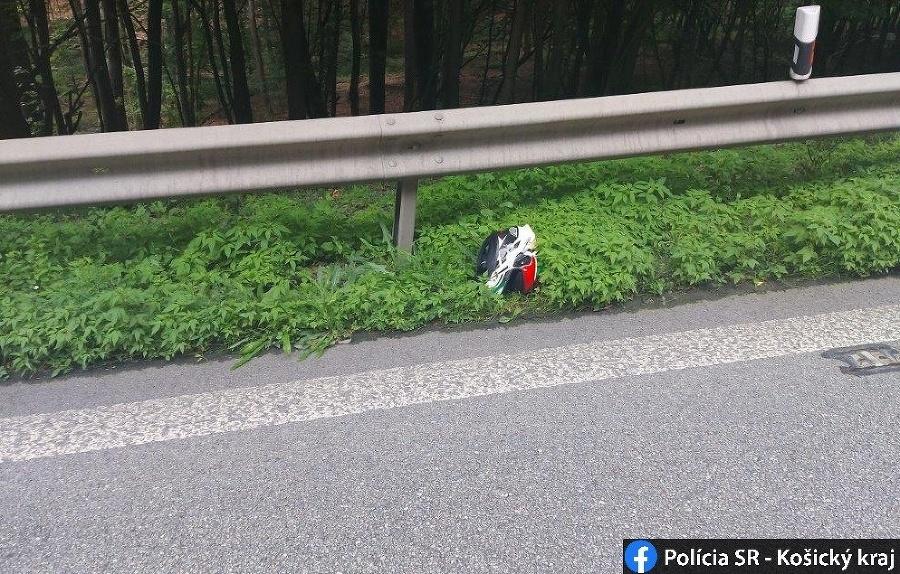 Motocyklista zišiel z cesty, neprežil.