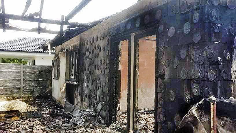 Po požiari zostali len holé steny, z vybavenia neostalo nič.