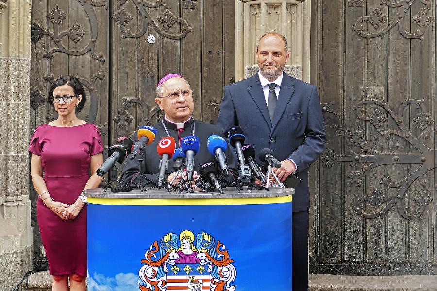 Predstavitelia mesta Košice a košický arcibiskup prezradili plán pápežovej návštevy v Košiciach.