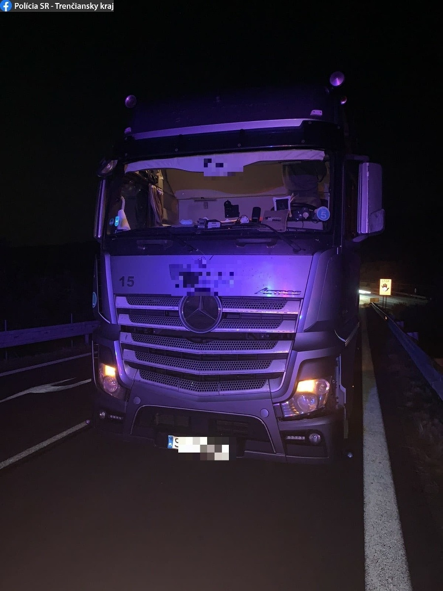 Trenčianski mýtni policajti zaistili ukradnutý kamión.