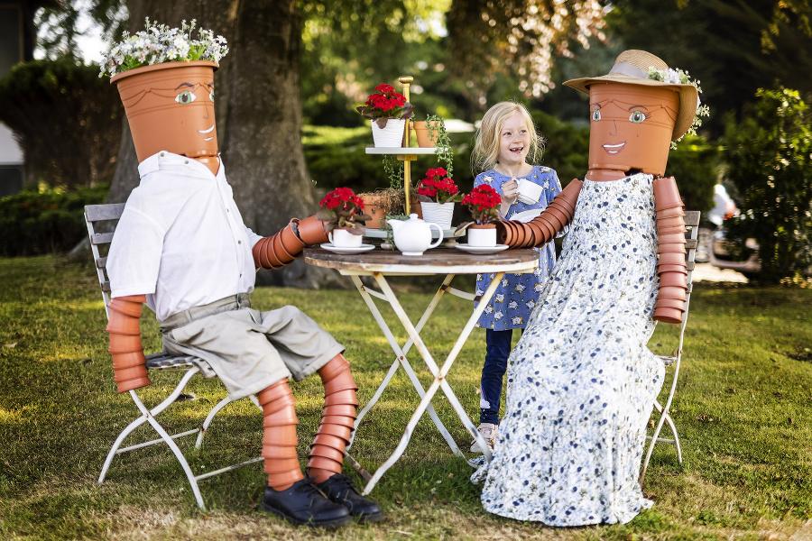 Čaj o piatej si v Británii doprajú aj kvetináče.