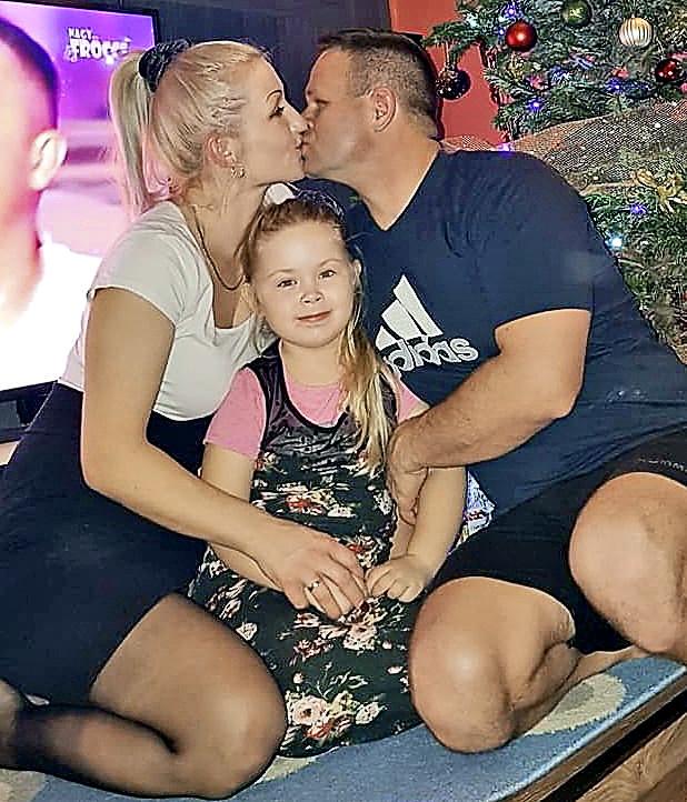 Zaľúbený pár má spolu dcérku Cameron (6).