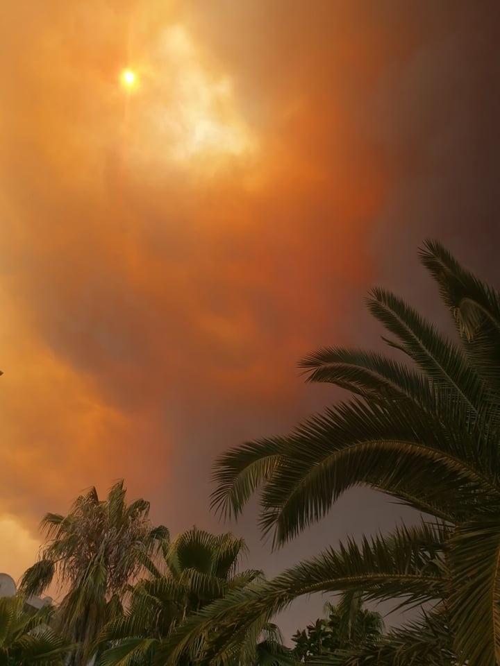 Požiar sa stále približoval smerom k hotelu, kde bývala čitateľka.