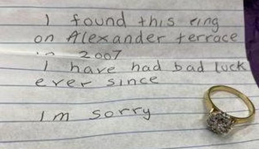 Neznámy nálezca odoslal na políciu prsteň aj spolu s odkazom, ktorý vyvoláva viaceré otázky.