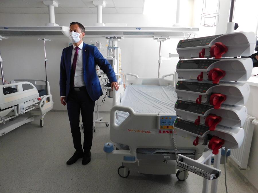 Eduard Heger na návšteve bojnickej nemocnice.