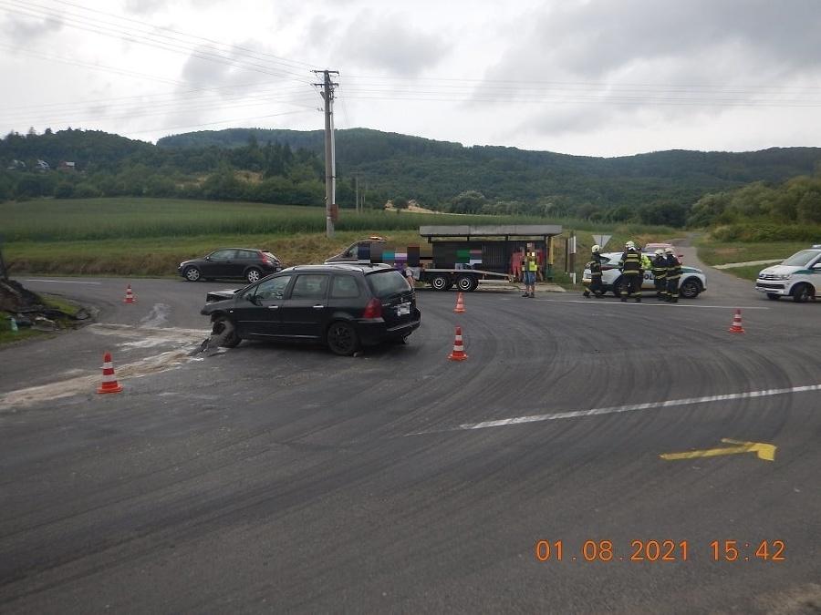 Polícia vyšetruje dopravnú nehodu pri Detve.