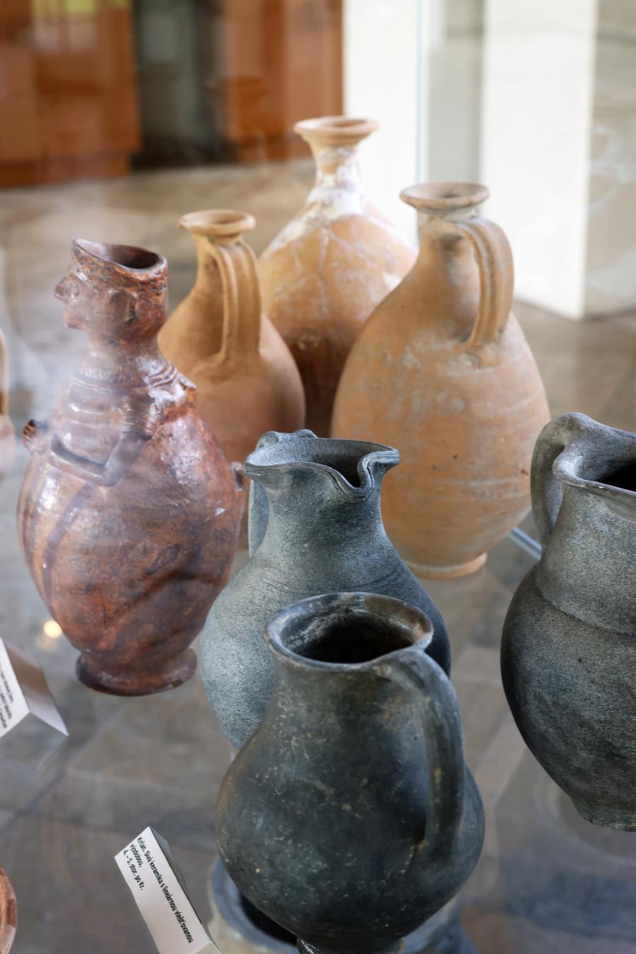 Na území tábora objavili archeológovia dobové mince aj keramiku.