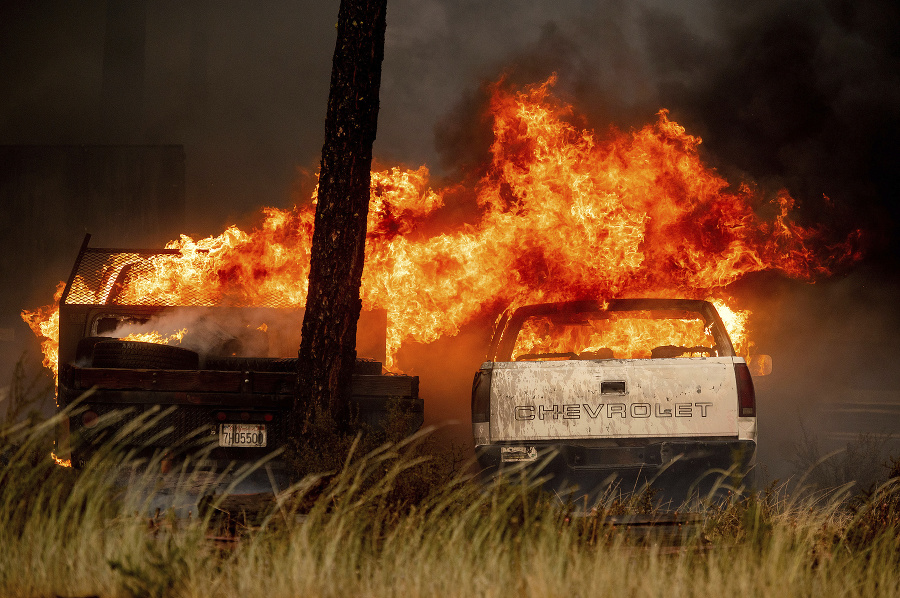 Dixie Fire ničil obytné