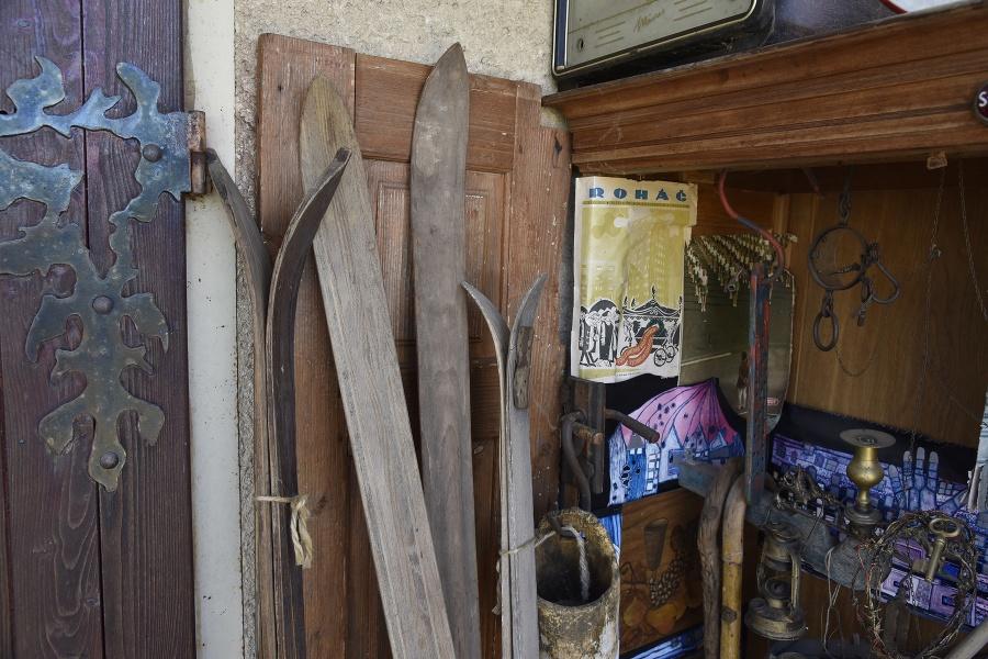 Drevené lyže, ktoré by rád daroval Petre Vlhovej.