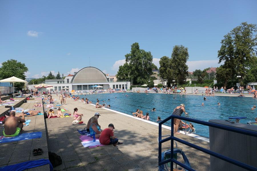 Ceny za dobré jedlo dvíhali gastropodniky aj na kúpalisku Rumanová pri Mestskom parku.