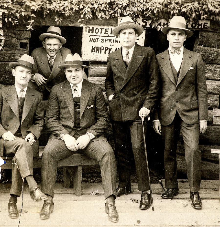 Fotografia Caponeho sďalšími mafiánmi