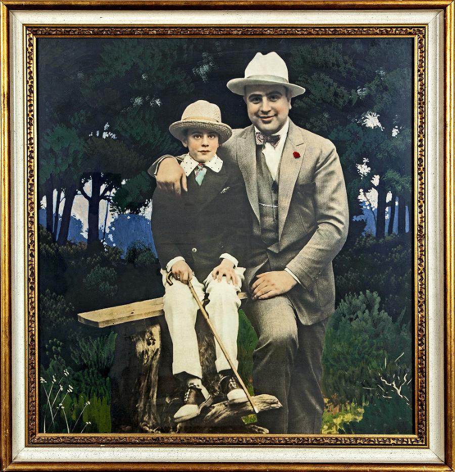 Kolorizovaný portrét Caponeho so synom Sonnym