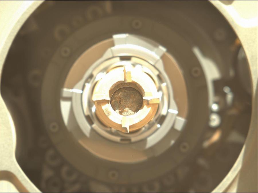 Roveru sa pravdepodobne podarilo získať prvú vzorku hornín z povrchu Marsu.