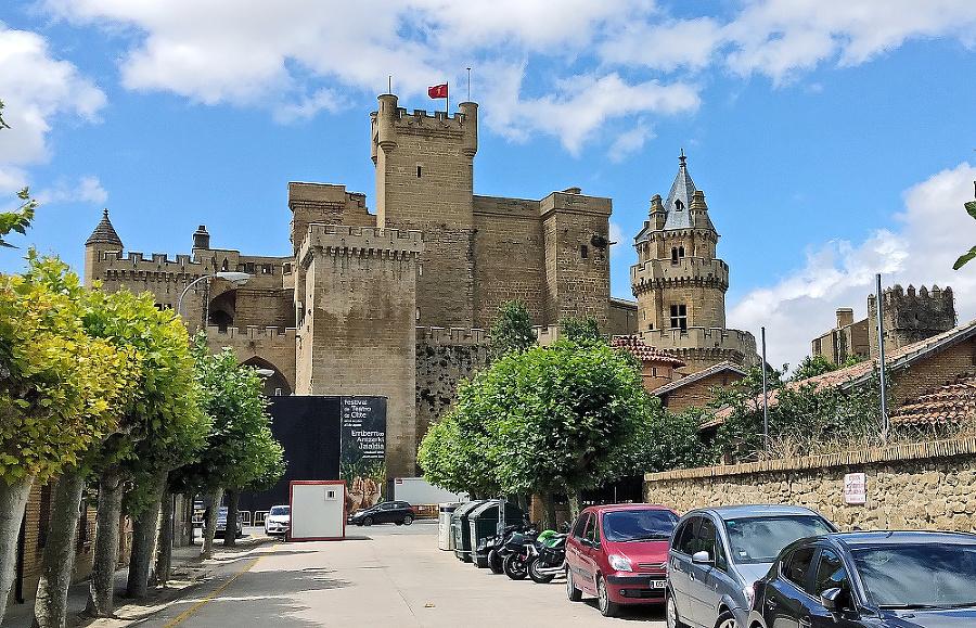 Najvzdialenejším bodom trasy bol kráľovský zámok v mestečku Olite južne od Pamplony.