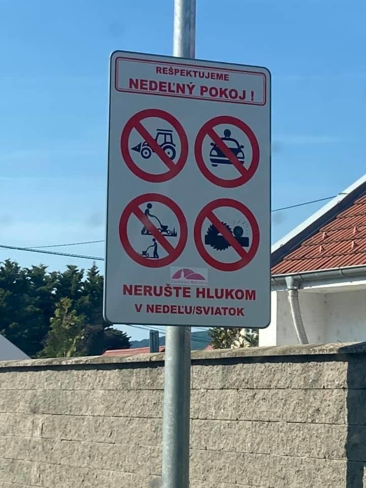 Značka zakazuje aktivity, ktoré rušia susedov.