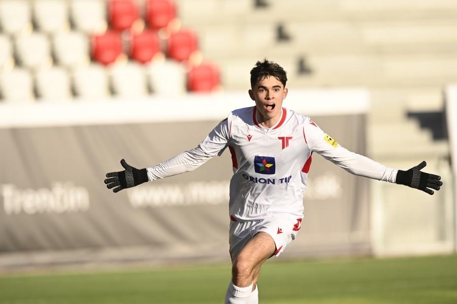 Syn Lucas hráva futbal