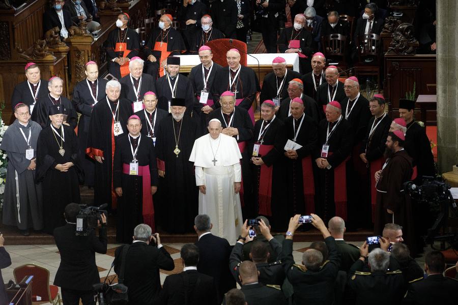 V katedrále boli prítomní takmer všetci vysokí cirkevní hodnostári.