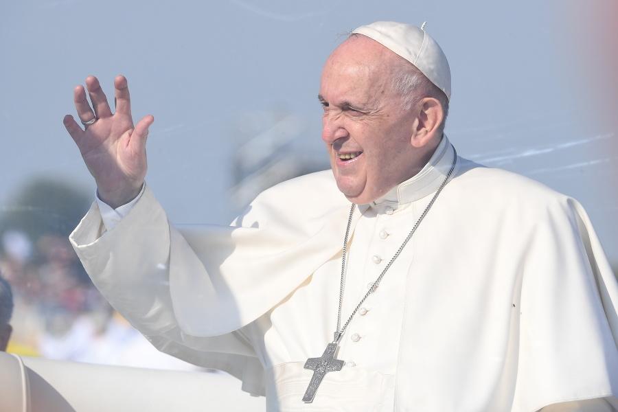 Na snímke  pápež