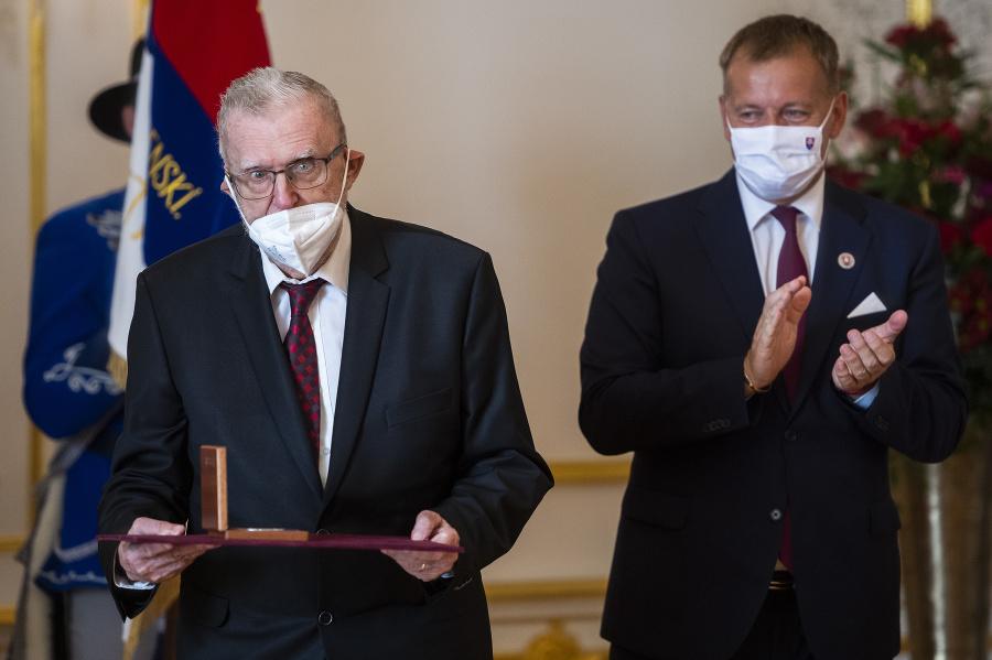 Na snímke zľava laureát ceny Jozefa Miloslava Hurbana, básnik Ľubomír Feldek a predseda NR SR Boris Kollár.