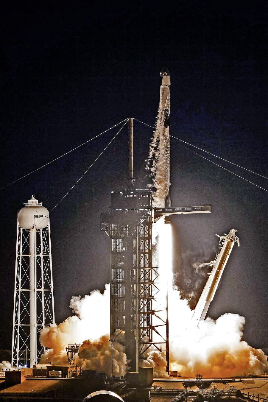 Na orbitu vyleteli v stredu v noci.