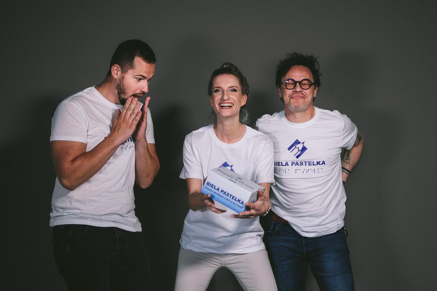Veselé trio ambasádorov zbierky Biela pastelka 2021.