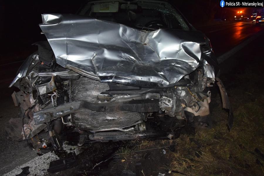 Pri zrážke dvoch vozidiel sa zranili štyria ľudia