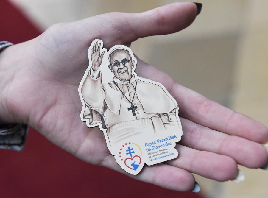 Kolekcia autorských spomienkových produktov: Magnetka pápeža.