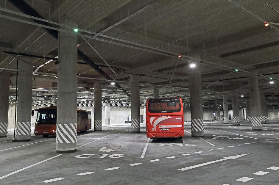 Stĺpová džungľa pre autobusy
