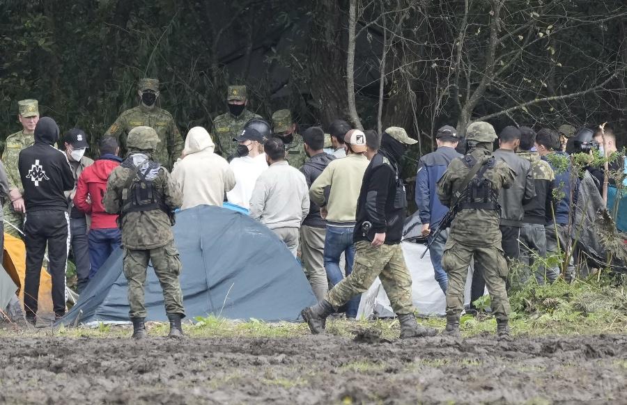 Poľské bezpečnostné sily blokujú