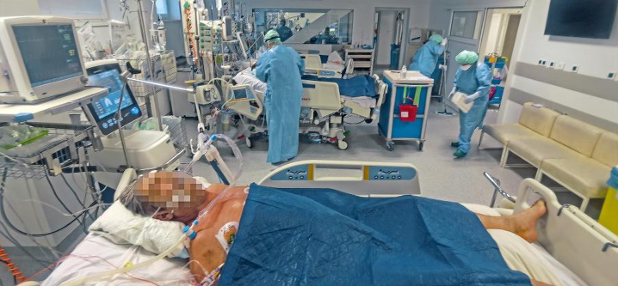 Na oddelení napriek maximálnej snahe zomrelo  na covid už veľa pacientov